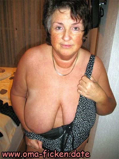 Hängetitten Oma lädt zum Sexdate